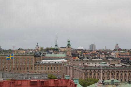 En slående utsikt över Stockholms takåsar väntar från Rooftop.